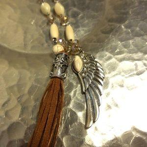 Jewelry - Pretty Western Cream Colored Necklace!